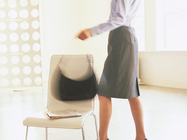 椅子とカバン